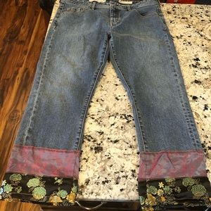 Pilcro Slim Boyfriend crop embroidered hem jean 31
